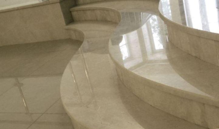 изделия из камня мраморная лестница