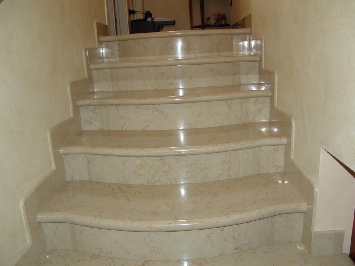 мрамор бежевый лестница