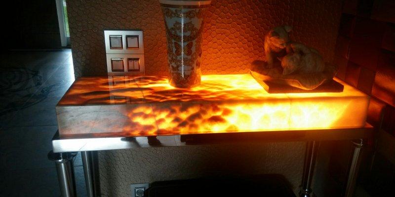 детали из камня оникс с подсветкой