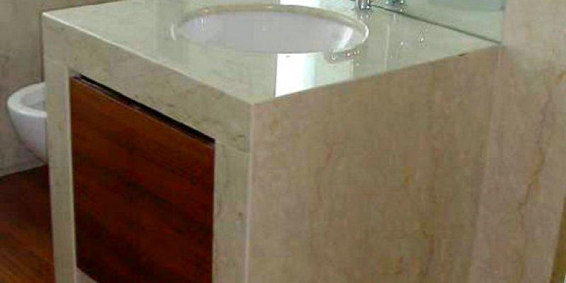 Столешница из мрамора в ванную комнату