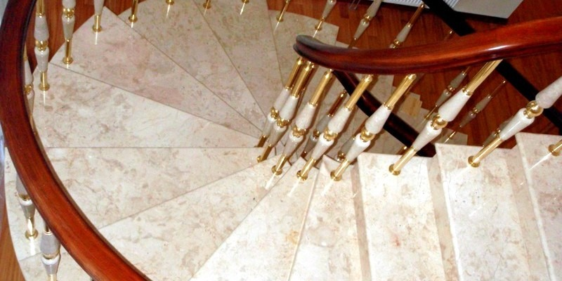 Каменная лестница мрамор Крема Нова (Crema Nova)