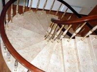 каменная лестница мрамор крема нова